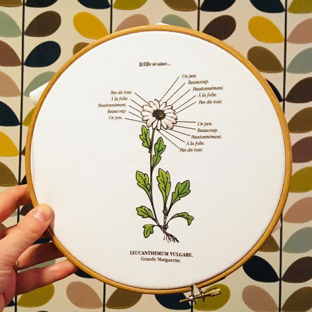 Marguerite, Kit de Broderie, affiche-textile Reaytobemade par noodlegraphique.